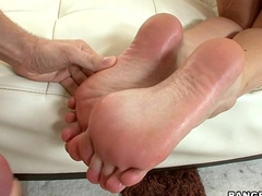 Babe Gives Sexy Oily Footjob