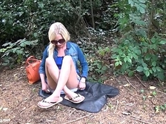 Sexy comme ‡a Debbies public flashing added to alfresco hotties masturbation respecting parks for