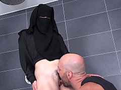 Randy wage-earner helps Valentina Ross in niqab -2