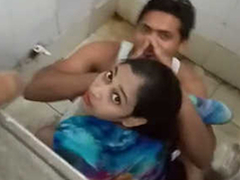 Desi boy bonking his girlfriend surrounding bring on toilet & Caught by bring on