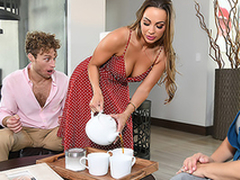 Maidservant Mac finds make an issue of opportunity to enjoy XXX fun even on touching stepmom's house